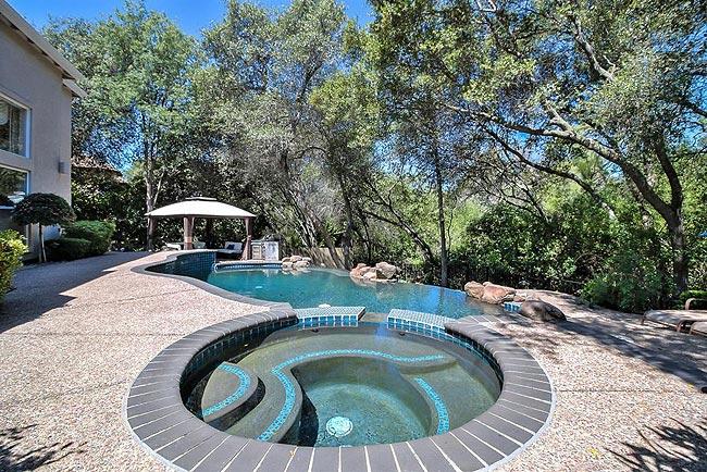 宁静优雅的四居带泳池房产-27