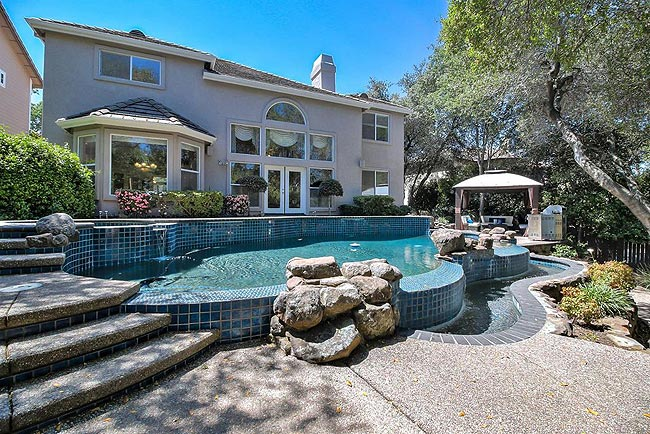宁静优雅的四居带泳池房产-28