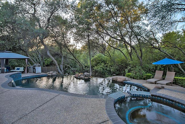 宁静优雅的四居带泳池房产-32