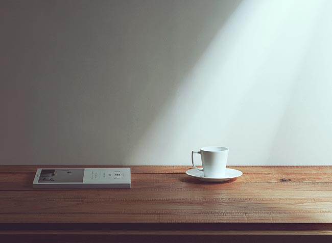 咖啡桌上的灰尘