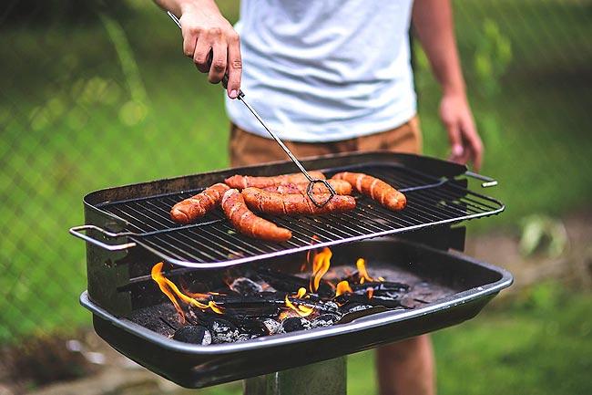 """""""烧烤炉设备""""在美国家庭是被如何正确使用的"""